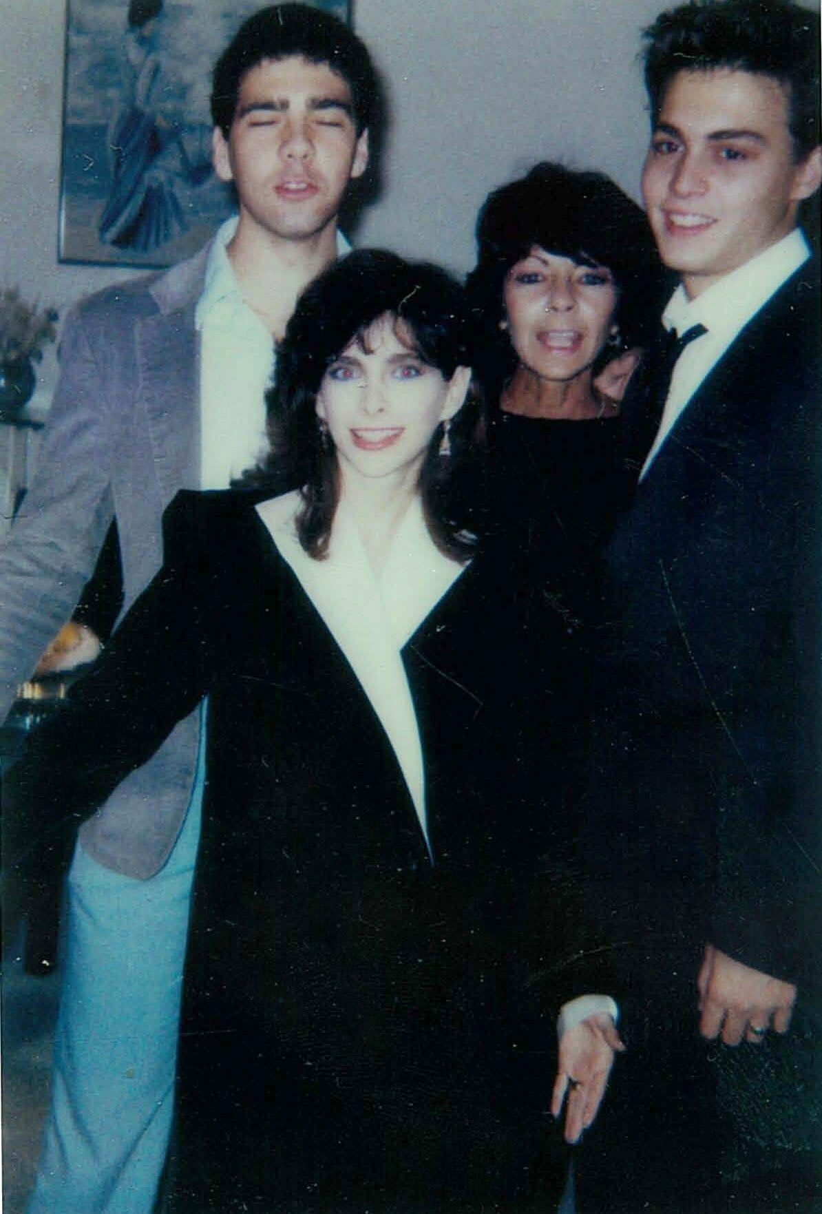 Johnny Depp Photo Wedding With Lori Anne Allison 1983 Johnny Depp Johnny Depp Images Johnny