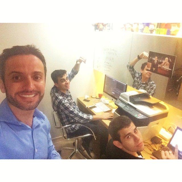 Ontem o dia foi de muita criação em nosso #QG. Essa equipe é TOP! #quebreasregras