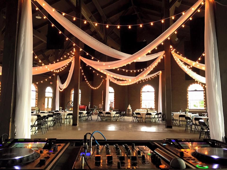 Wedding At The Roundhouse Depot Venue And Event Space Huntsville Al Lighting By Steve Metz The Roundhouse At At The Histori Round House Wedding Places Venues