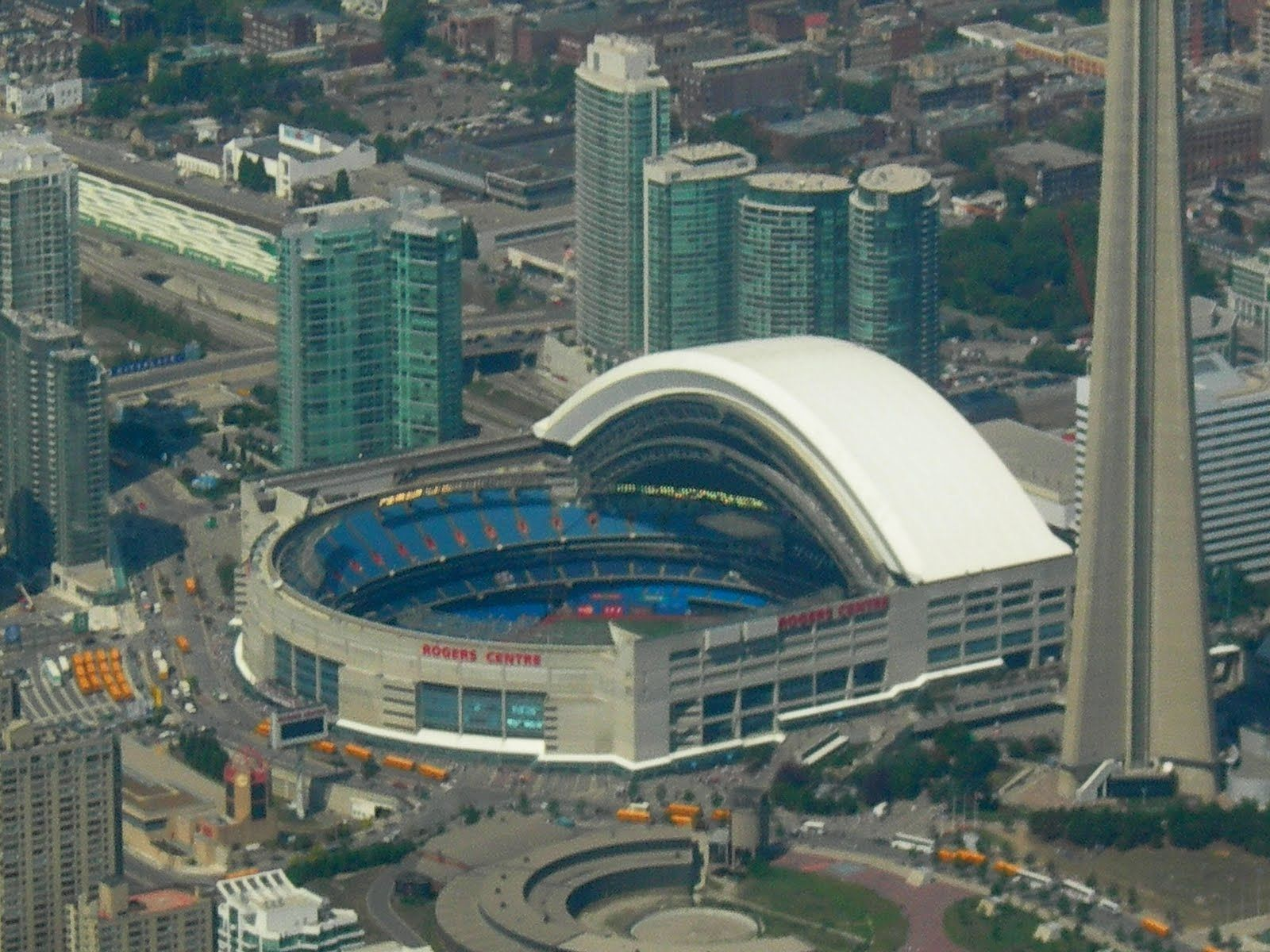 Toronto Blue Jays Skydome Toronto On Great City Great Park Location Seems A Little Dated Now With Other More Modern Rogers Centre Toronto City Tourism