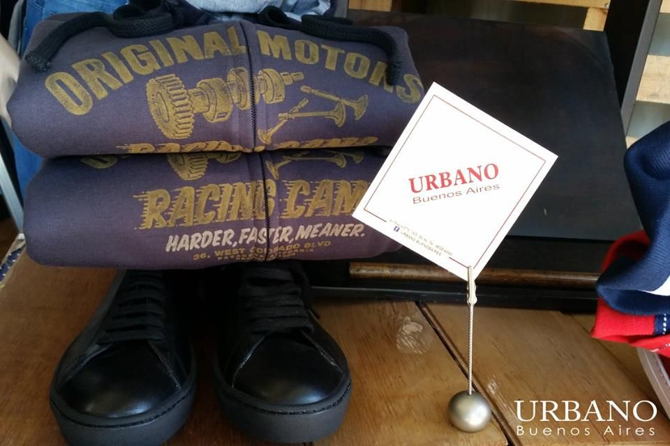 Camperas de algodon Kevingston. zapatillas en cuero gogo negras. arma tu conjunto. av. Riestra 5778. www.urbanobsas.com.ar