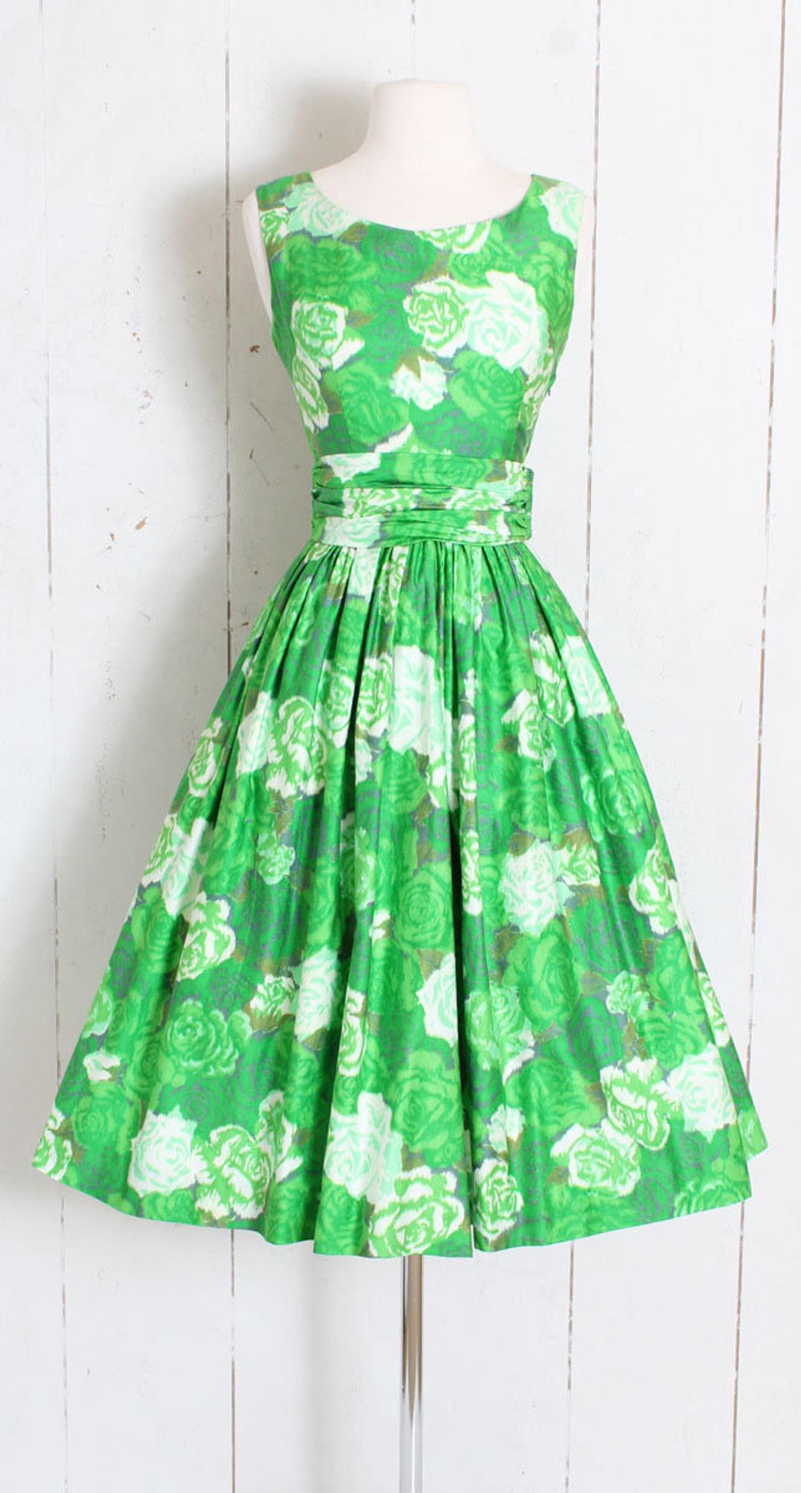 Vintage 1950s 50s Dress Green Cotton Rose Print Xs S Small Etsy 50s Dresses Vintage Dresses 50s Vintage Dresses Online [ 2959 x 1588 Pixel ]