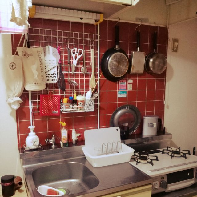 キッチン ダイソー キッチン収納 突っ張り棒 タイルキッチン などの