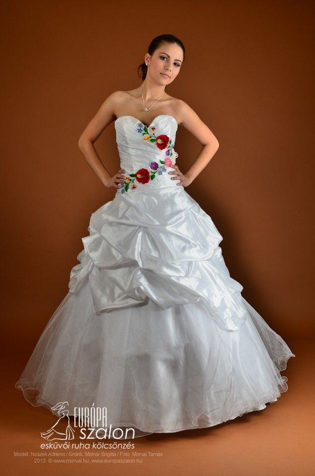 12c906a08b Gyönyörű kalocsai mintás menyasszonyi ruha Beautiful wedding gown with  hungarian (kalocsai) embroidery