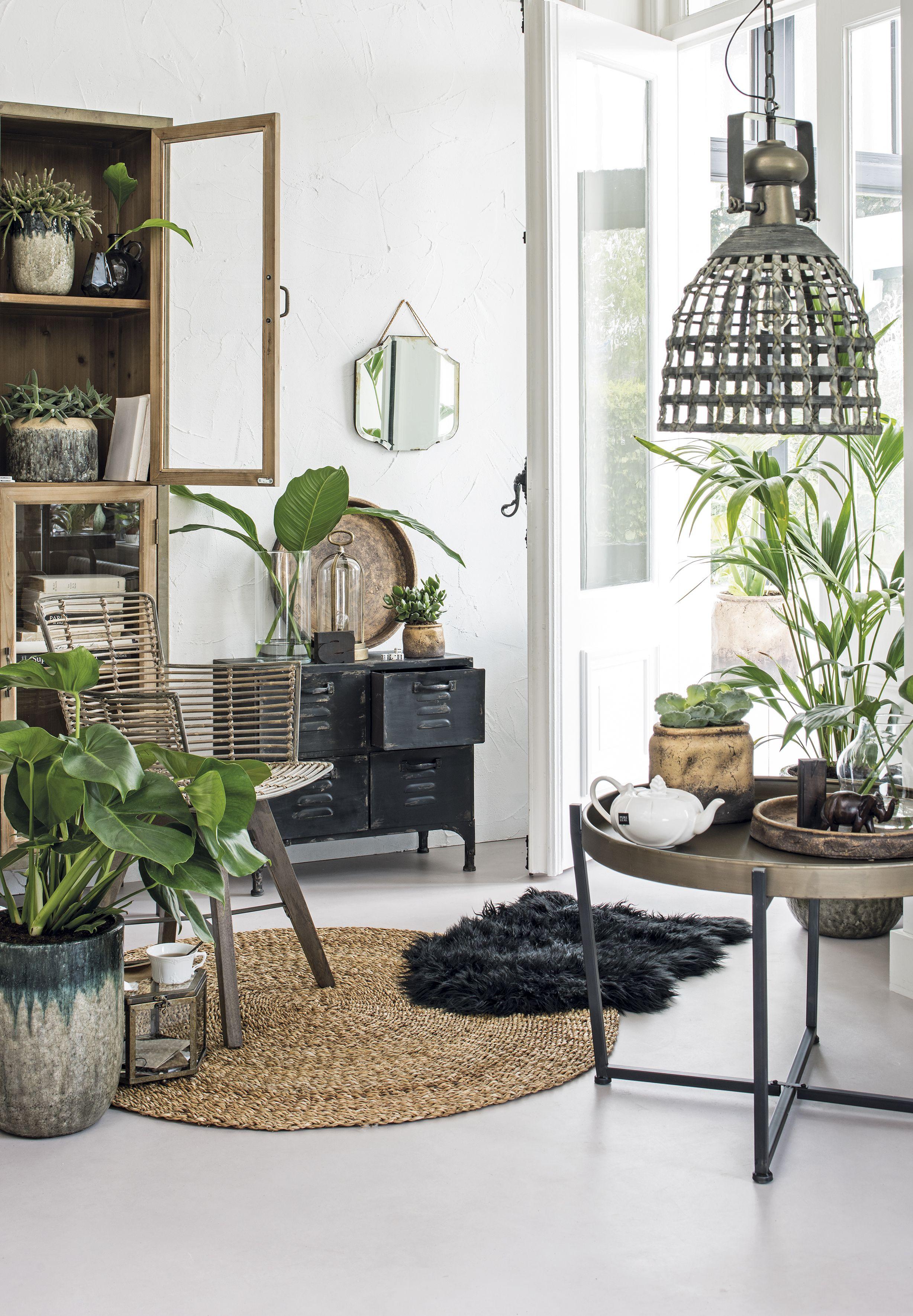 Stoere woonkamer #kamerplanten #intratuin | Urban Industrial Design ...