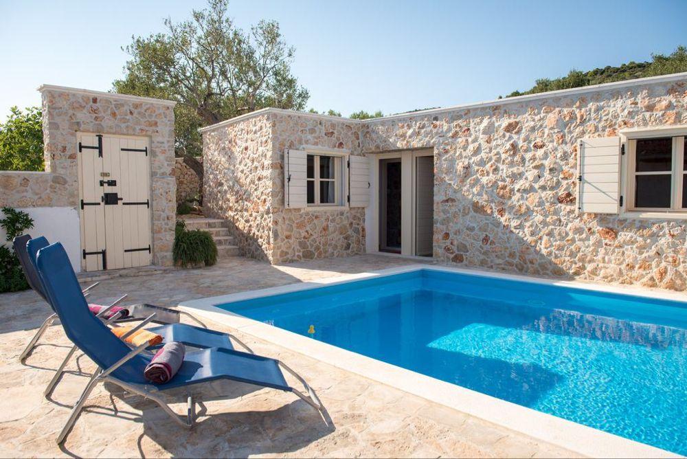 Die malerische Steinferienhaus mit eigenem Pool Vinisce