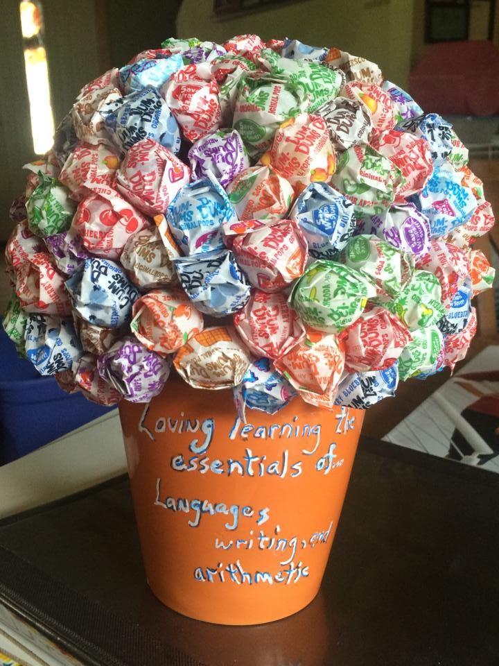 arpund 150 dum dum lollypops in this