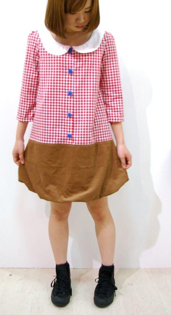 裾がコーデュロイのバルーンタイプのまる襟ワンピース完成しました。ボタンは冬ものなのでボアボタンになっている他アカボタンタイプもあります!形が可愛いい他では無い...|ハンドメイド、手作り、手仕事品の通販・販売・購入ならCreema。