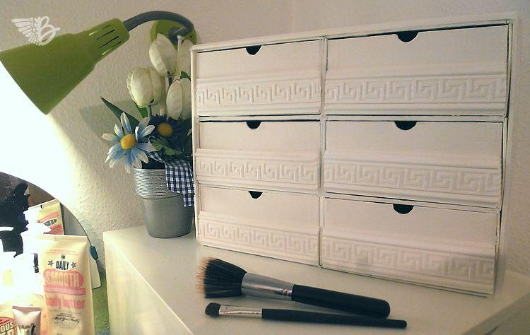 DIY Anleitung für eine Mini Vintage Kommode - gebaut aus 6 Douglas Box of Beauty  http://www.beangels-blog.de/mini-vintage-kommode/