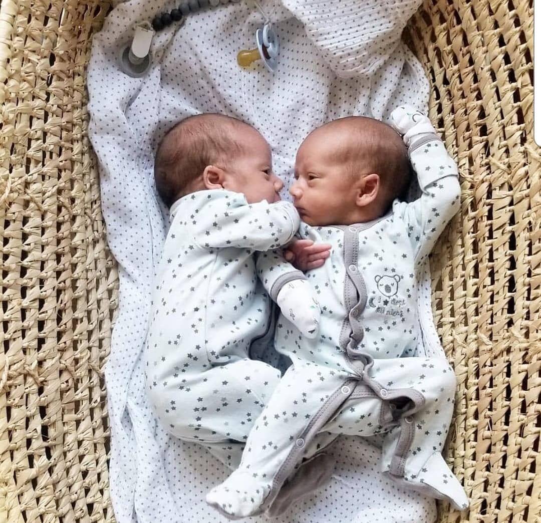Babycute Twin Twins Baby اطفال توينز توأم مساء مساء الخير صور صوره توام تصميم تصاميم مواليد رمزيه كيوت كياته اكسبلور صباح Baby Onesies Onesies Instagram Posts