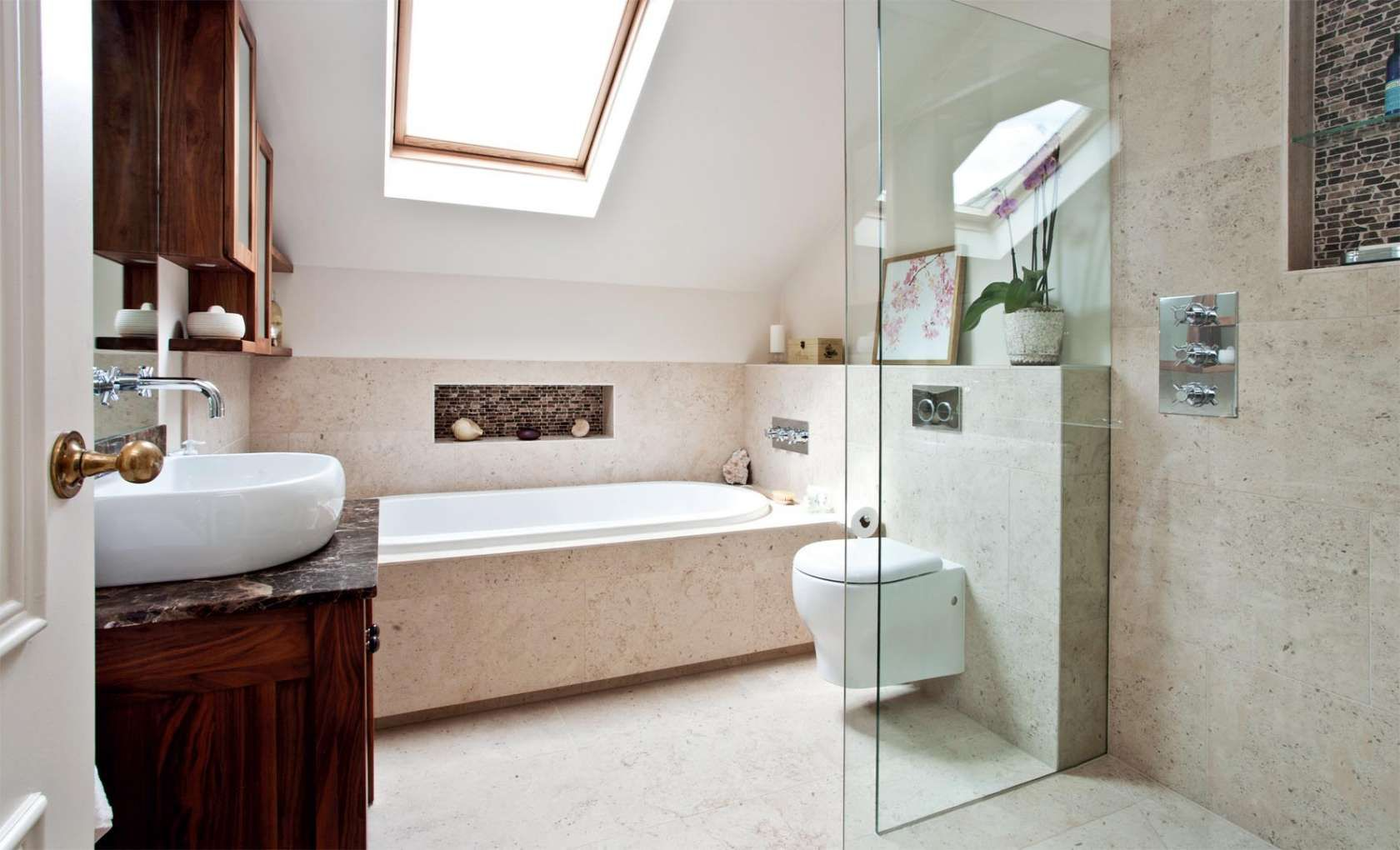 bath under sloping ceiling - Google Search | come on in | Pinterest ...