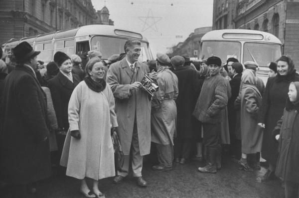 Americans sighseeing in Russia. Location:	Odessa, Russia Date taken:	March 1960 Photographer:	Carl Mydans