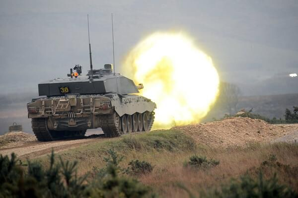 Royal Wessex Yeomanry soldiers on live-firing exercise with Challenger 2  at Lulworth Ranges pic.twitter.com/QkIdVGREPN