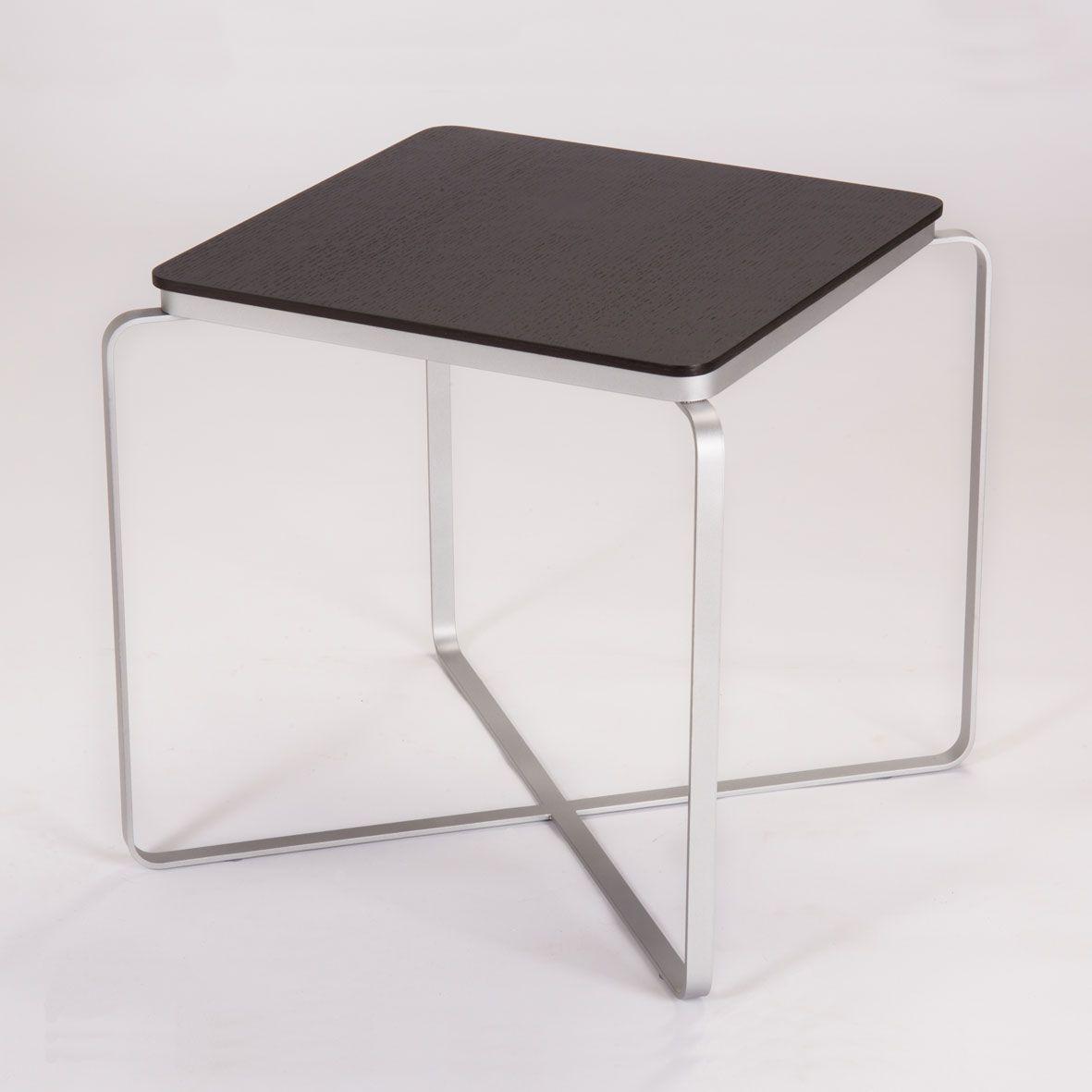 Formas y estilos diferentes para cada espacio. Visita lumoliving.com para ventas y más información. #Lumoliving #Temps #Table con cubierta de madera.