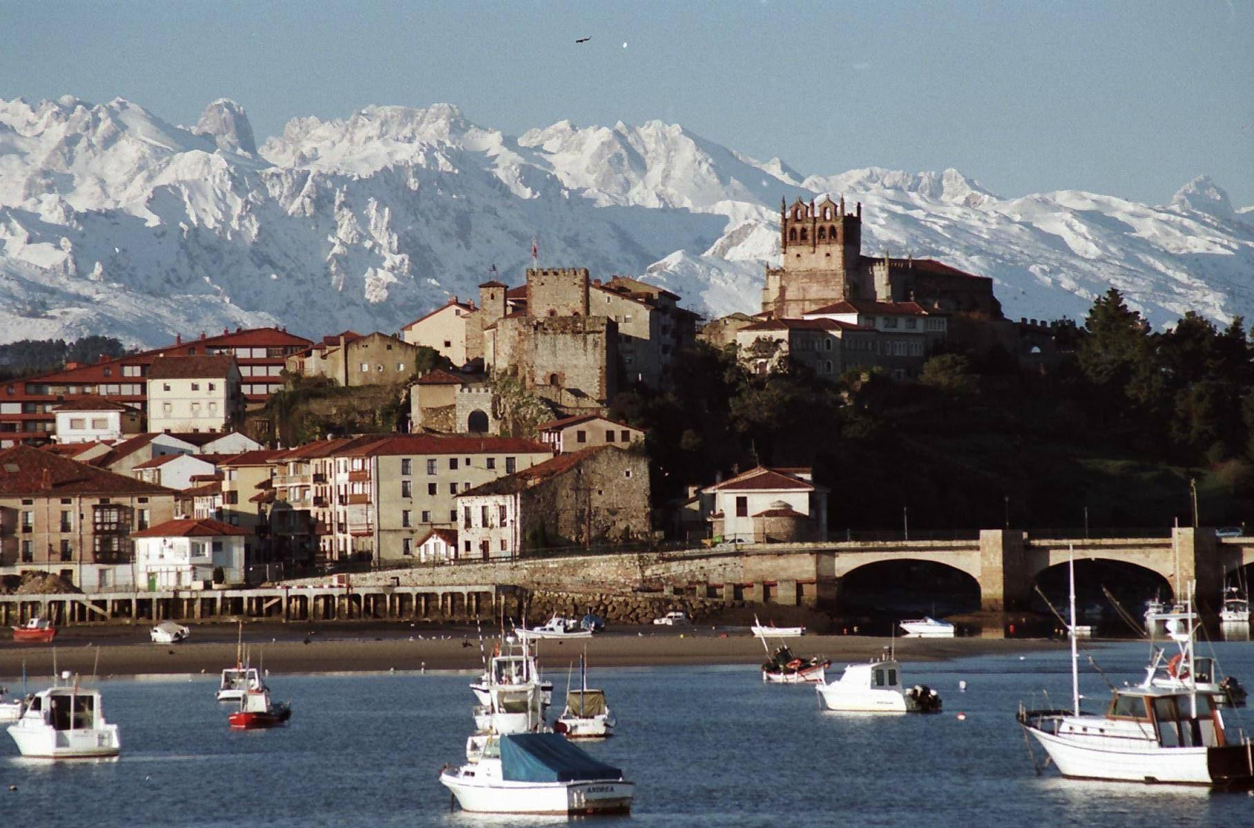 San Vicente de la Barquera, entre la montaña y el mar. (Cantabria)