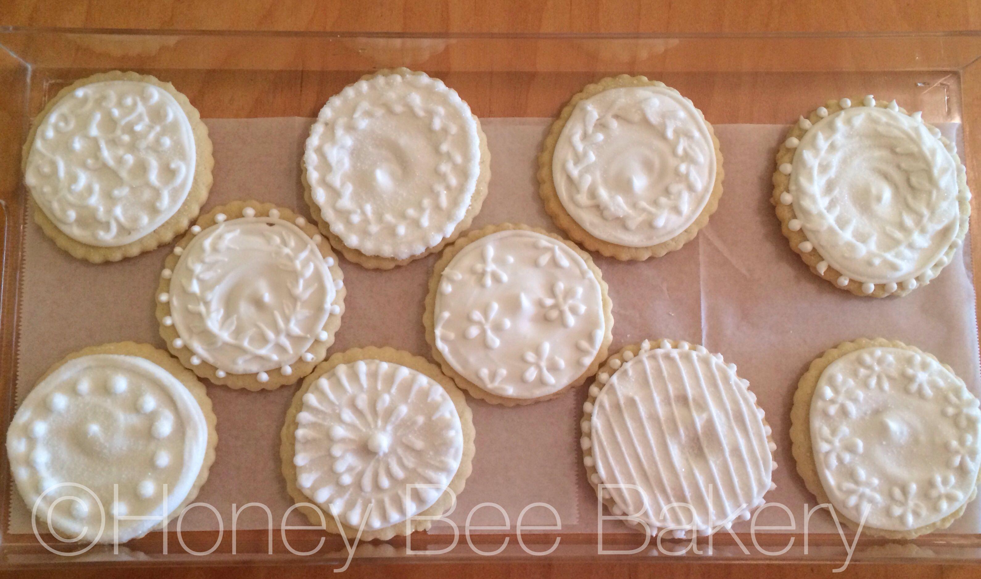 #whiteonwhite #icedsugarcookies #laurelwreath