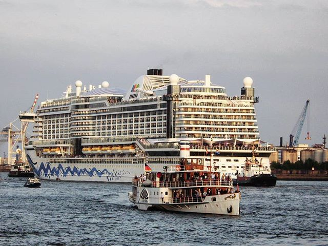 A Giant!... . . #aida #aidacruises #aidacruiseship #cruiser #cruises #cruiseship #cruisetravel #giant #travel #traveller #luxury #luxurytravel #luxurylifestyle #hotel #elbe #hamburg #hamburgliebe #hamburgfotografiert #hamburgerhafen #portofhamburg #germany #shiplovers #shipphotography #shiplife #photooftheday #photography #europe #igersgermany #luxuryvacation