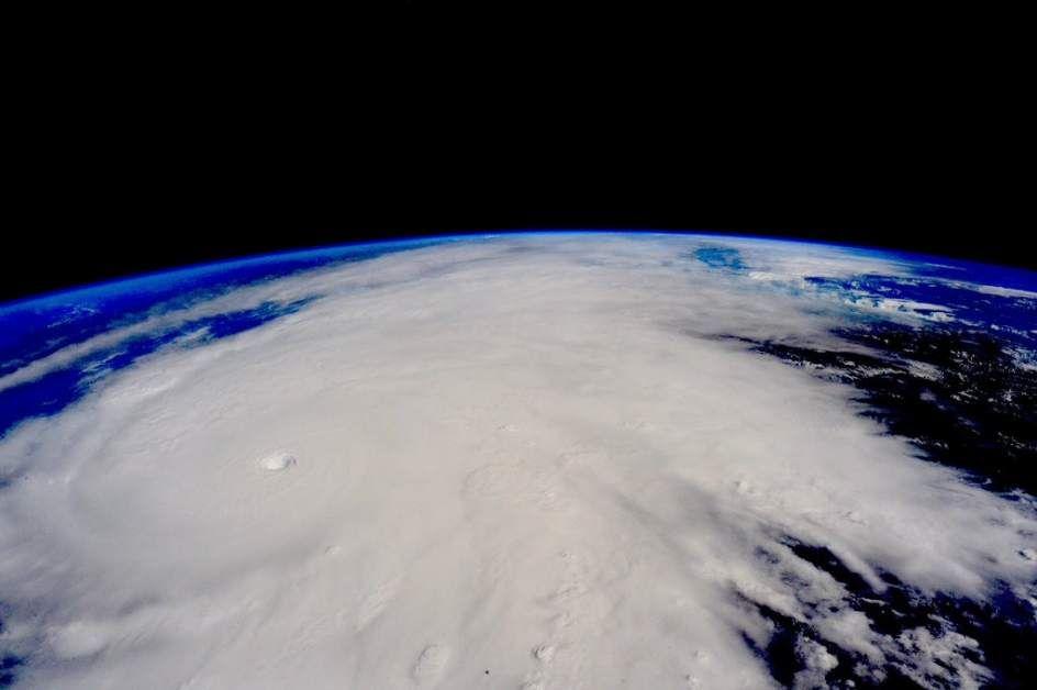 Cap.9 p 67 <<Y ellos en el Ojo del huracán>> es el Ojo del huracán Patricia.  Es un otro metafora interesante en el libro.