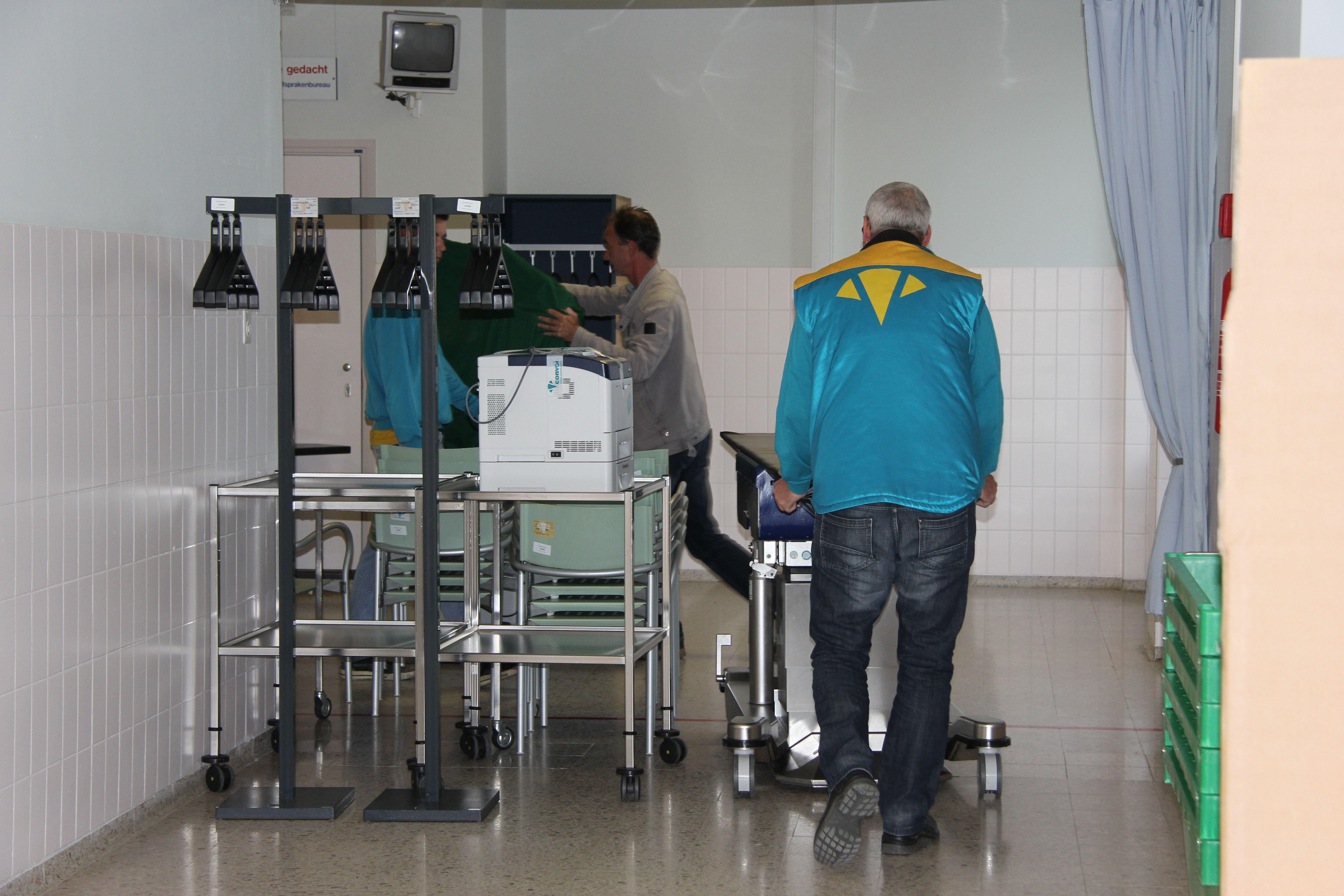 Vrijdag 4 september: POK (Poliklinische Operatiekamers) en Pijnbestrijding pakken de laatste spullen in Kerkrade om te verhuizen naar Vleugel B. www.zuyderland.nl/bouw