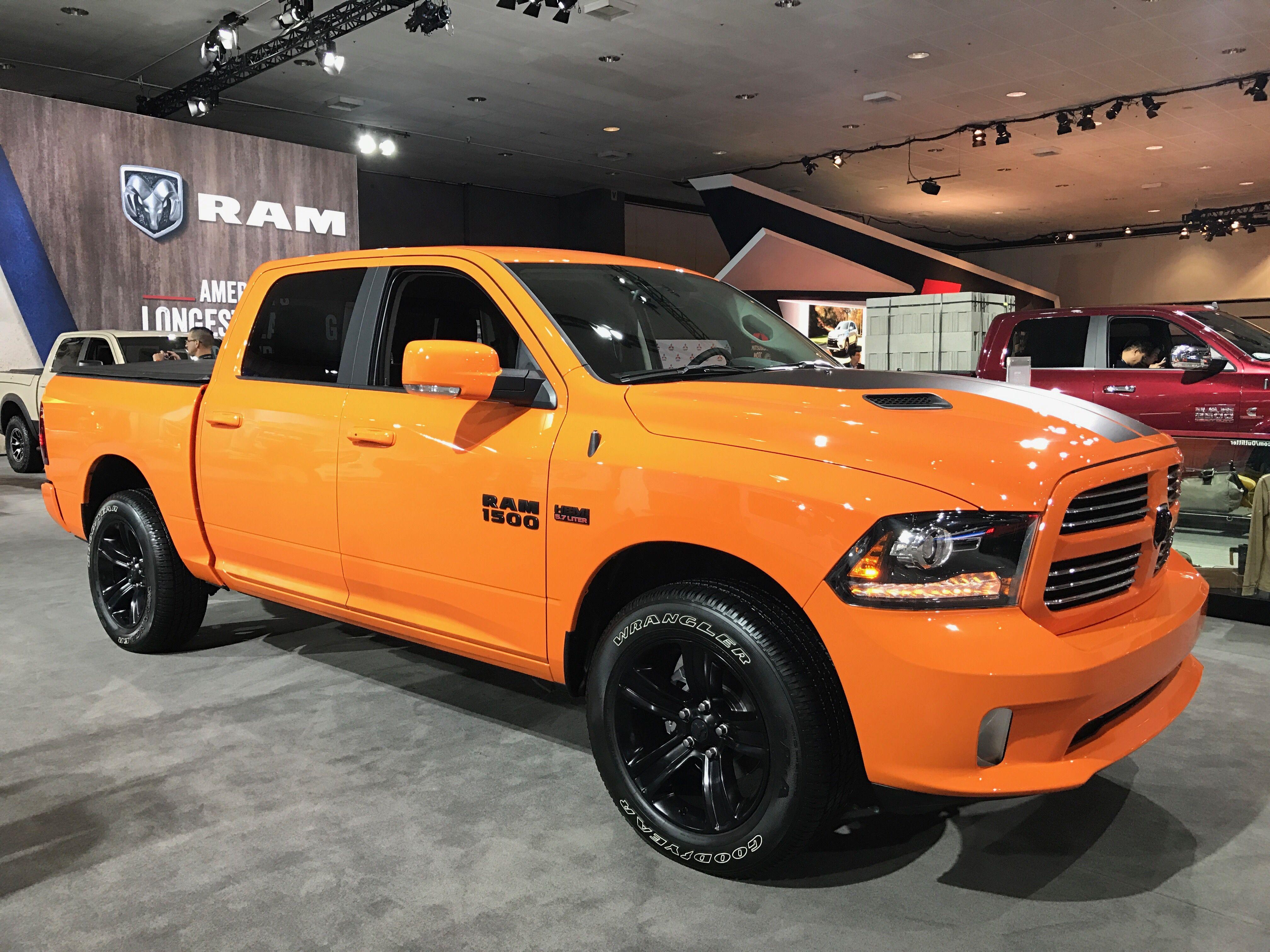2017 ram 1500 ignition orange 5 7l hemi laautoshow trucks trucks pinterest dodge rams. Black Bedroom Furniture Sets. Home Design Ideas