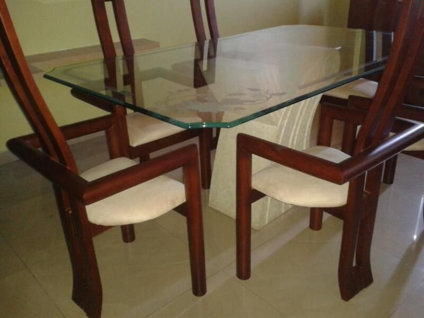 Vendo sillas para comedor super modernas clasf muebles for Sillas comedor modernas polipiel