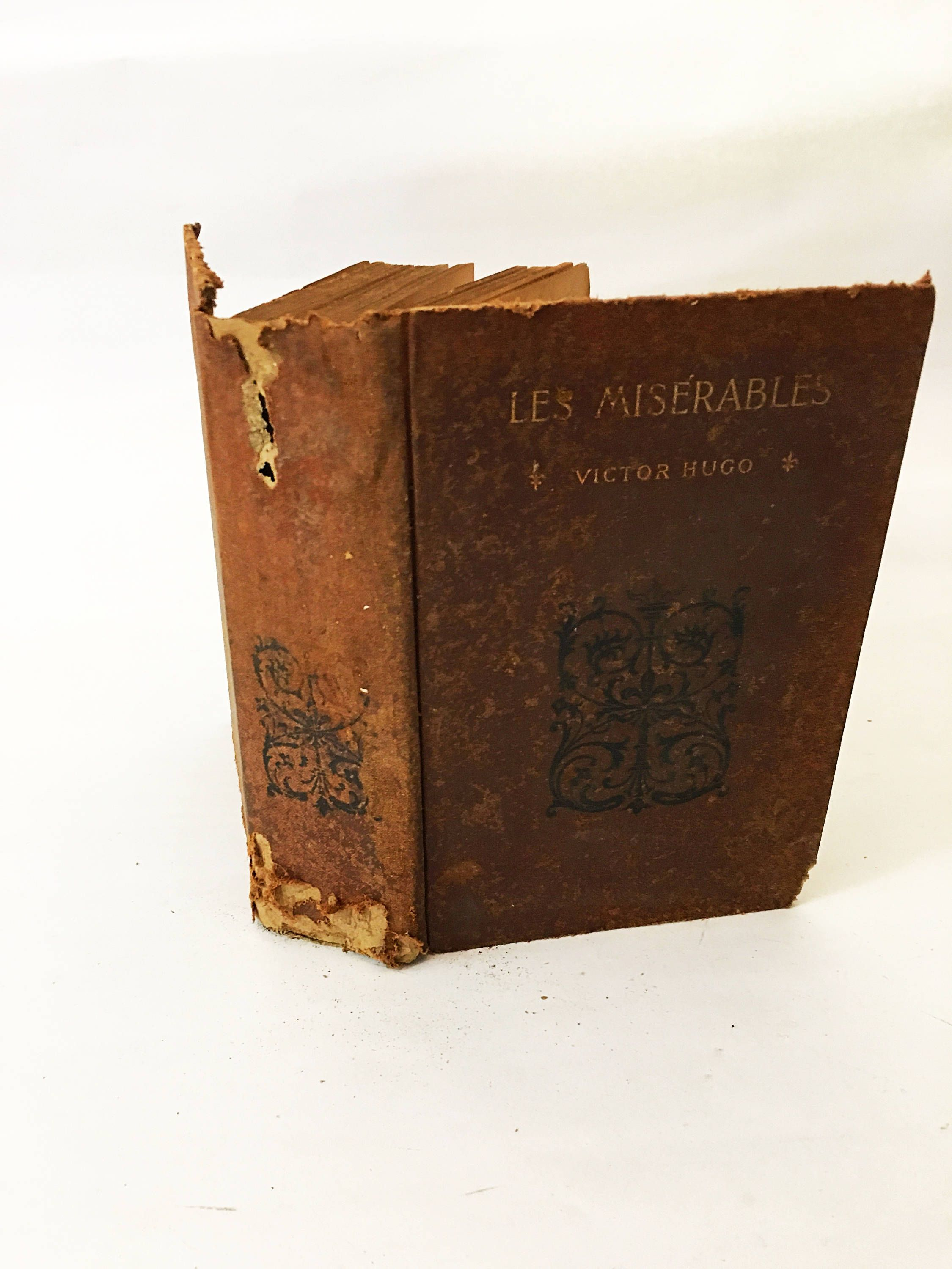 Les Miserables By Victor Hugo Antiquarian Vintage Book Circa 1871  # Walter Hugo Muebles