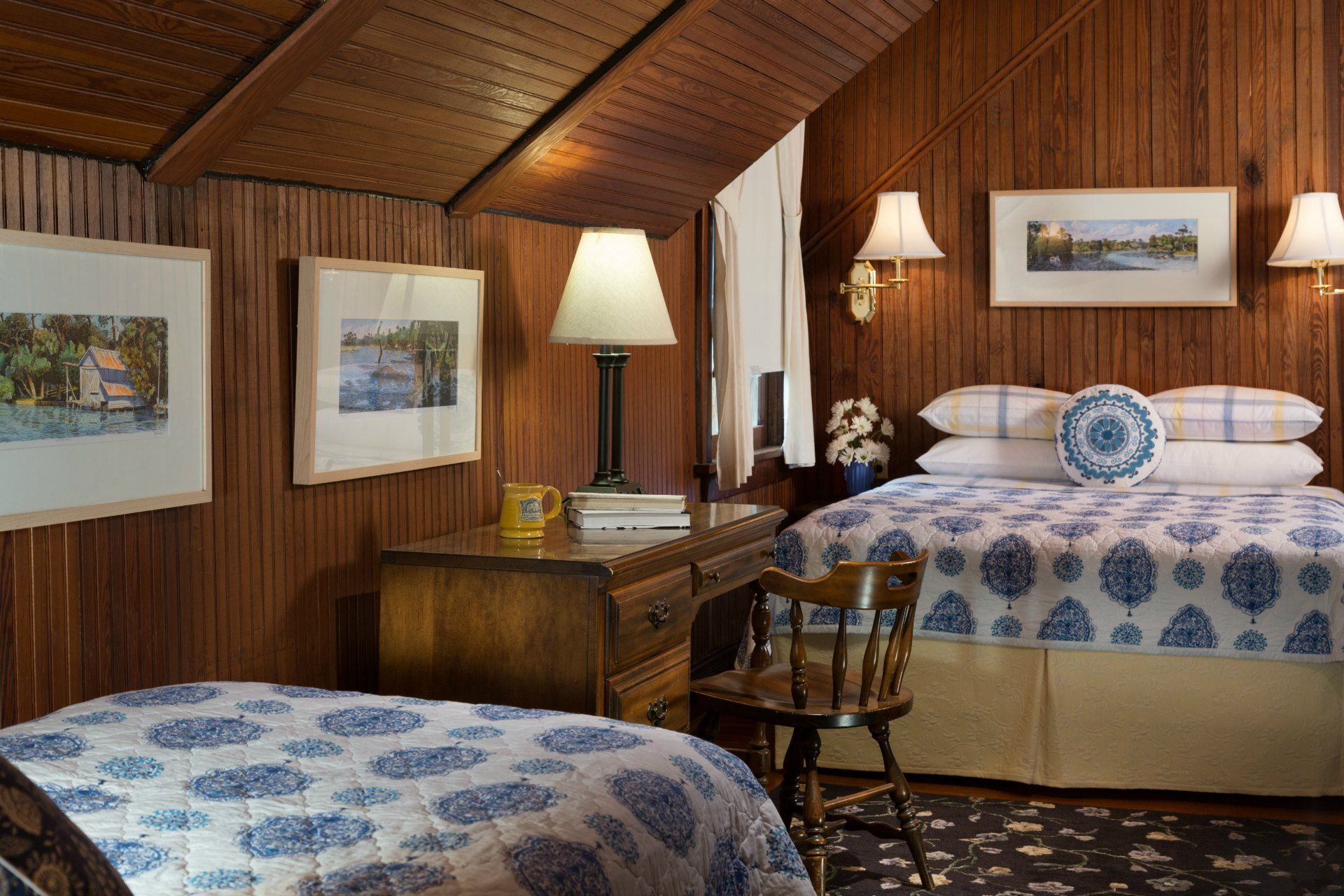 Guests can choose from 5 beautifully appointed guest rooms