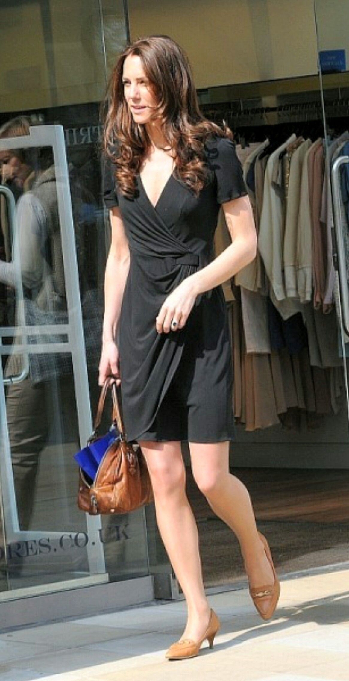 Kate Middleton Dats Before Her Wedding Wearing A Black Silk Jersey