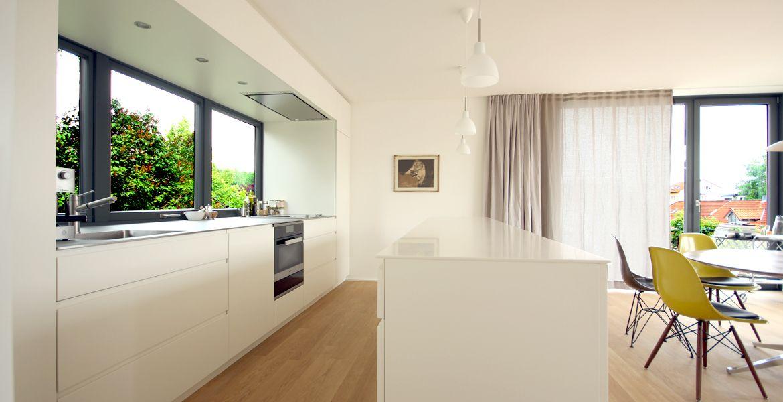 Ein besonderes Merkmal ist bei dieser weißen Küche der Edelstahl - modern küche design