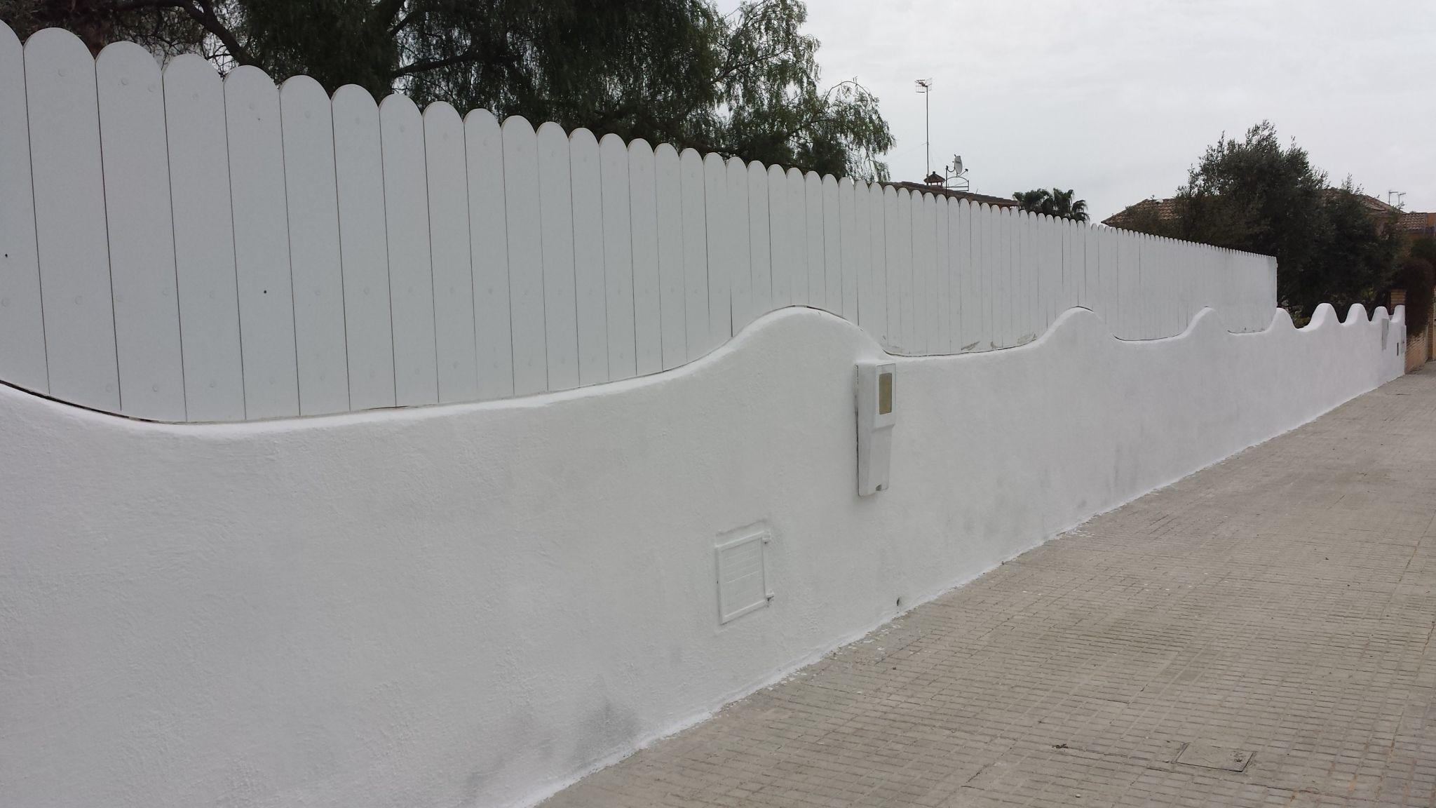 #valla #ocultación #residencial Con #lamas De #pvc Terminación Con  #cantoredondo  Http://www.vinuesavallasycercados.com/