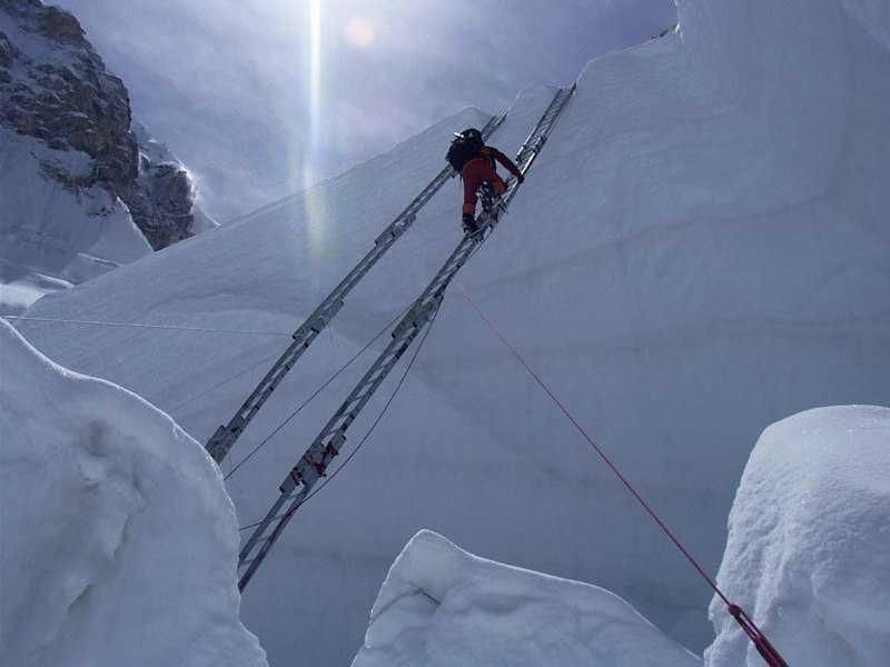 mt everest terrifying can t believe they are so brave these  mt everest terrifying can t believe they are so brave