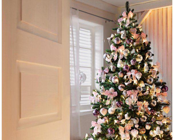 prachtvoll geschm ckt liebevoll dekoriert die sch nsten weihnachtsb ume christmas. Black Bedroom Furniture Sets. Home Design Ideas