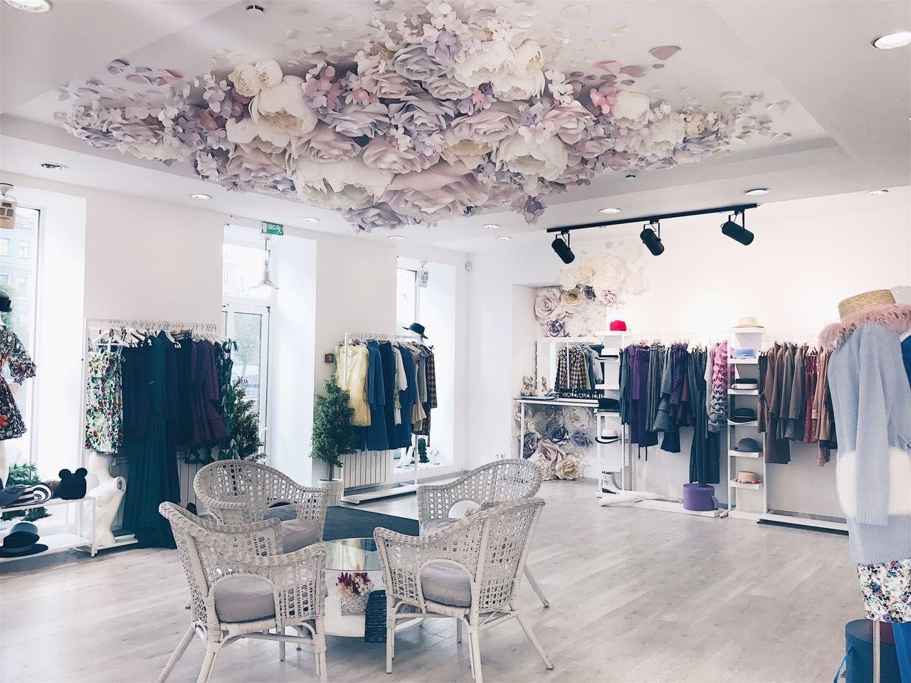 Fleur Pour Decoration Salon love the flower paper on the roof definitely a great idea