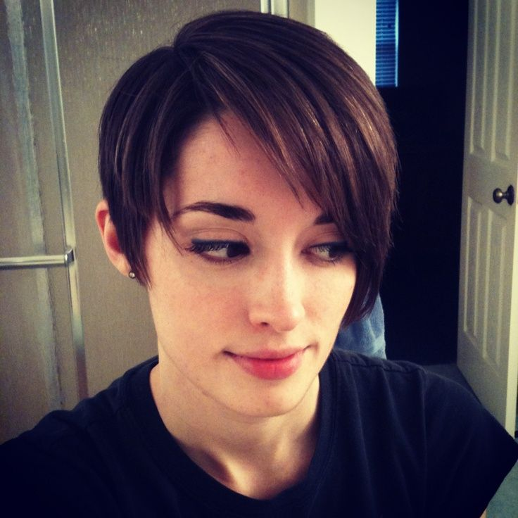 A Long Pixie Cut Asymmetrical Side Swept Bangs Out Ear Layers Shorter In The Back Maybe If I Decide To Grow It Bit
