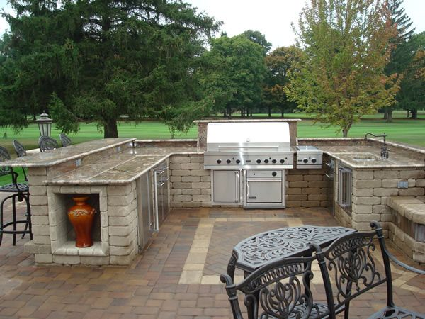 Would love this outdoor paver patio with built in grill for Outdoor patio built in grills