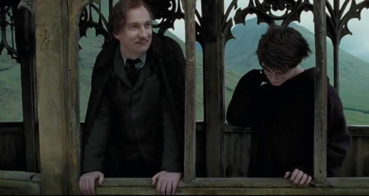 Harry Potter And The Prisoner Of Azkaban Sees Harry Daniel Radcliffe Learning About His Parents From Professor Lupin Da Lupin Harry Potter Remus Remus Lupin