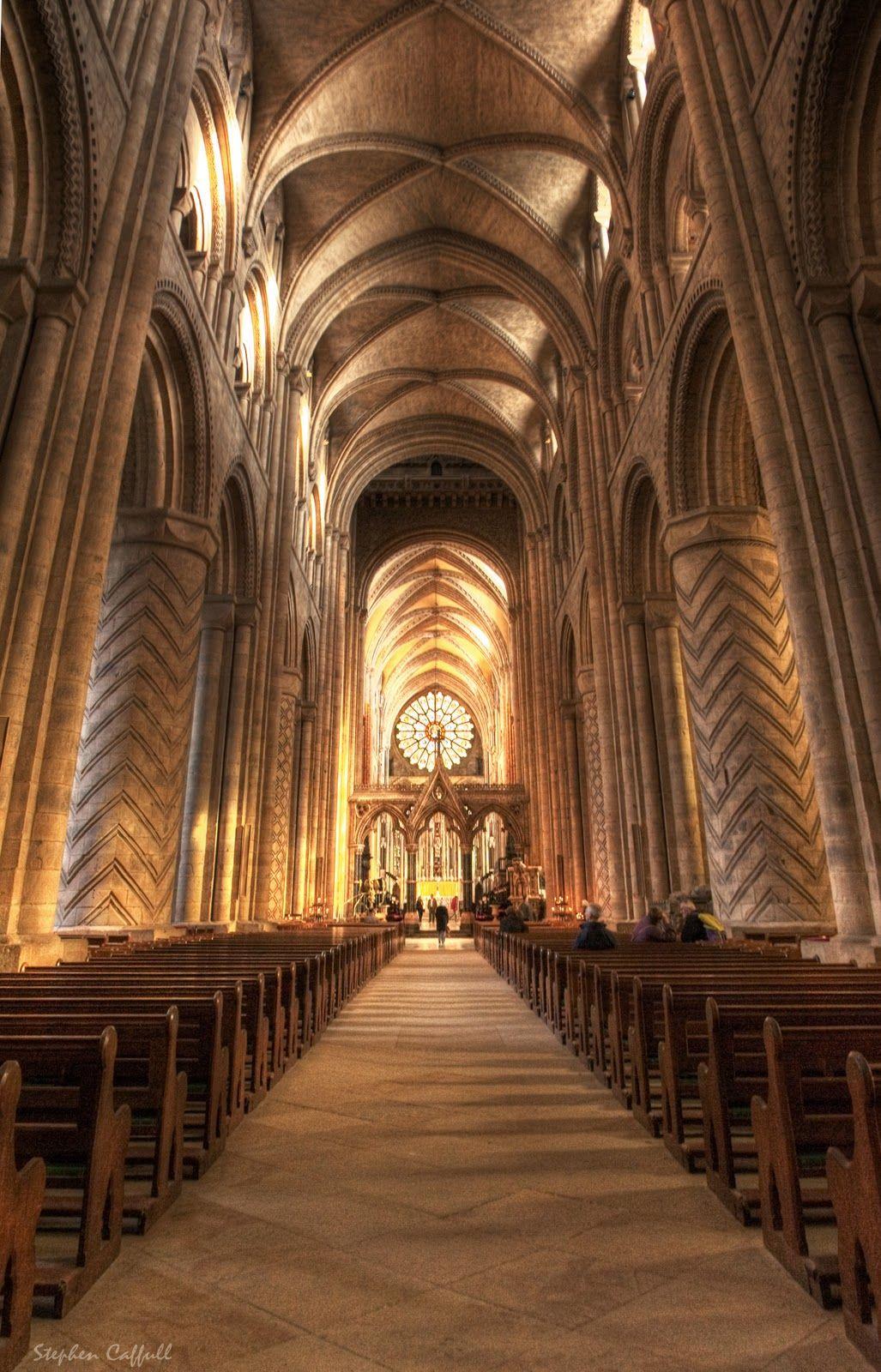 Interior de la catedral de durham en inglaterra london - Catedral de sevilla interior ...