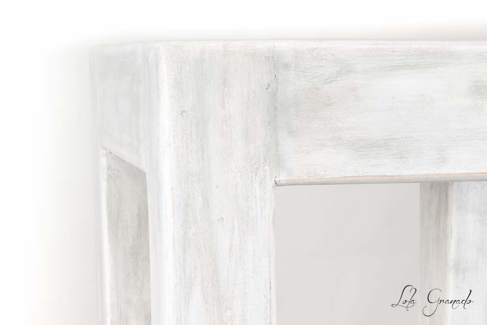 #Mesa de #teka #restaurada, #pintada a mano con efecto de desgaste. www.lolagranado.com