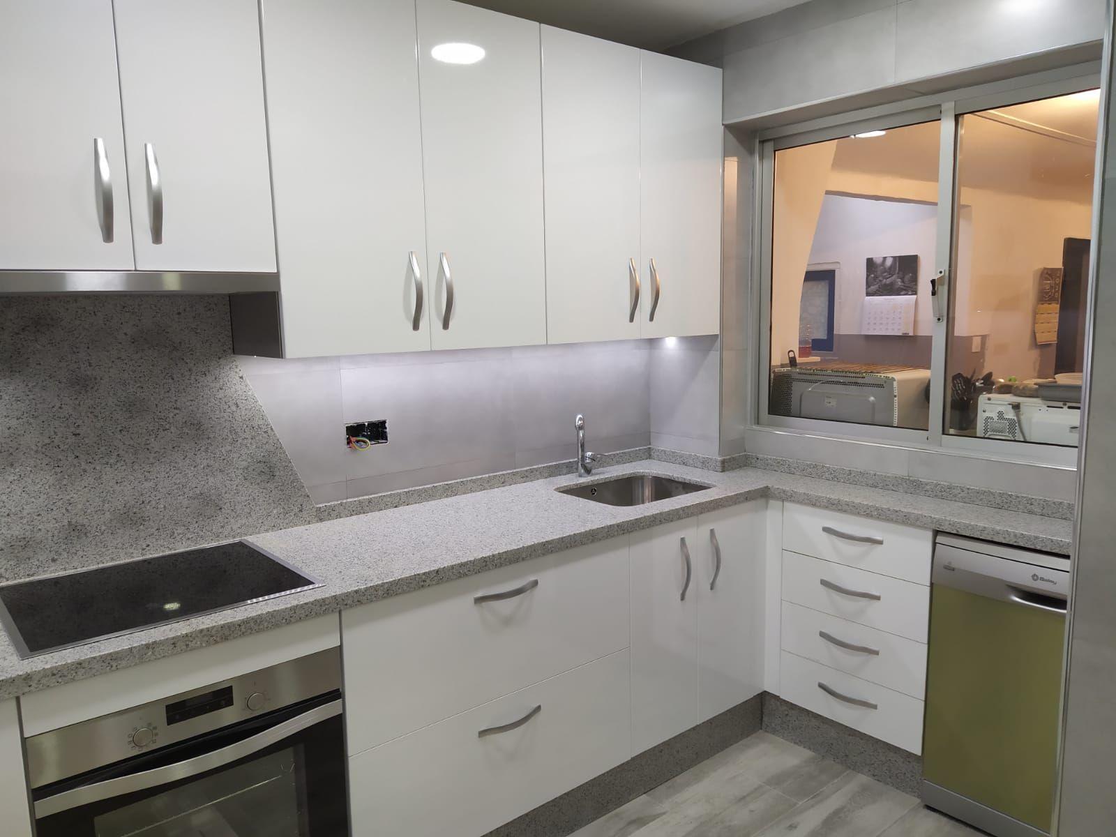 Ambiente En Blanco Brillo Muebles De Cocina Decoracion De Cocina Fabricar Muebles