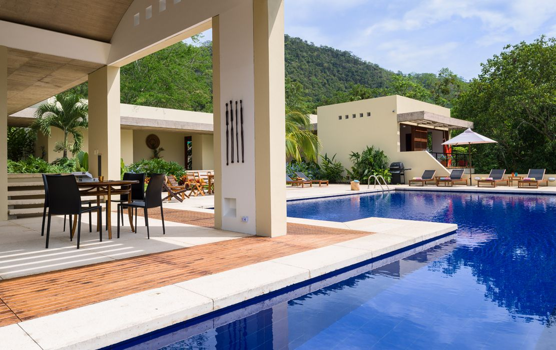 Revista axxis casa dise ada por hernando m rquez for Cerramiento para piscinas colombia