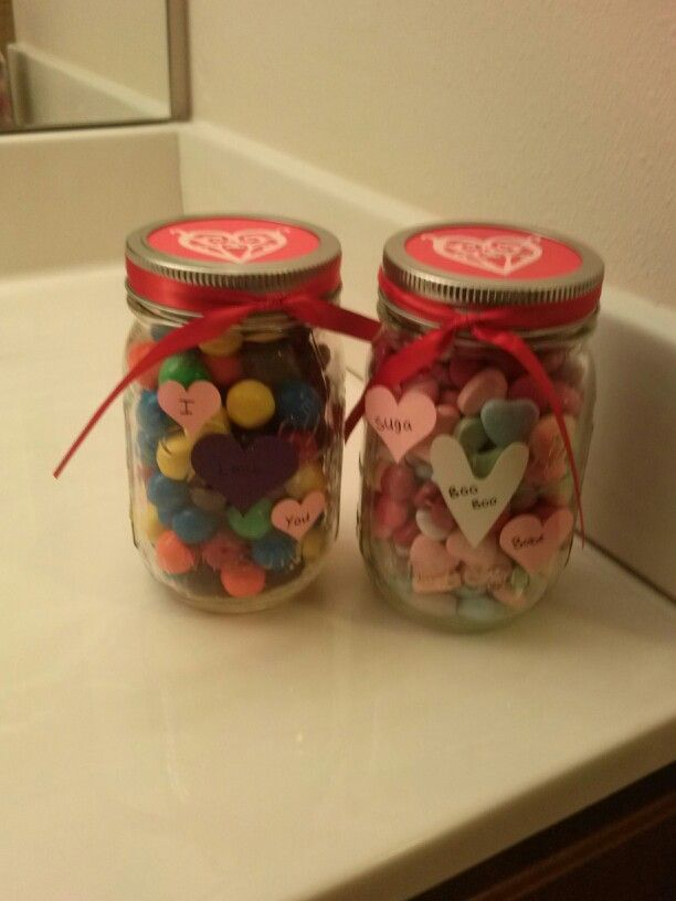 Favorite candy in a decorated jar! Simple and fast gift ides for a man that likes candy on Valentines day!