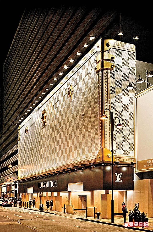 65afd492ca88b Louis Vuitton Flagship Store at Avenue des Champs Elysees. Need I say more?