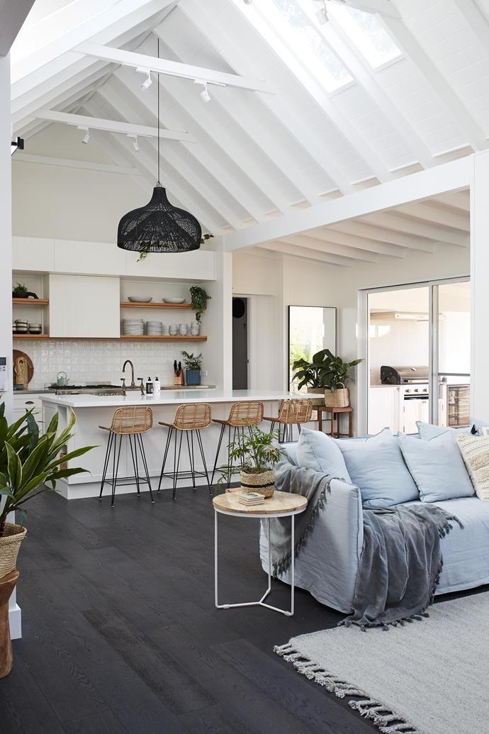 How to create a cosy coastal home interior #coastallivingrooms