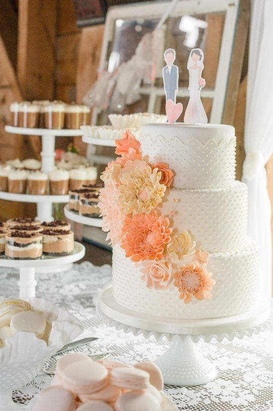 peach and white wedding cake @weddingchicks