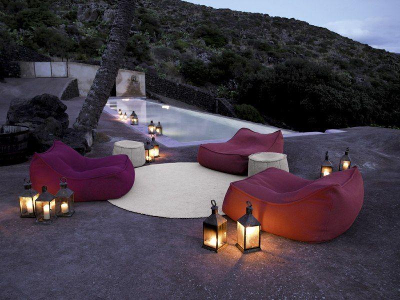 Lounge-Möbel im Garten - Sitzsäcke von Paola Lenti Dekoration - liegestuhl im garten 55 ideen fur gestaltung vom lounge bereich