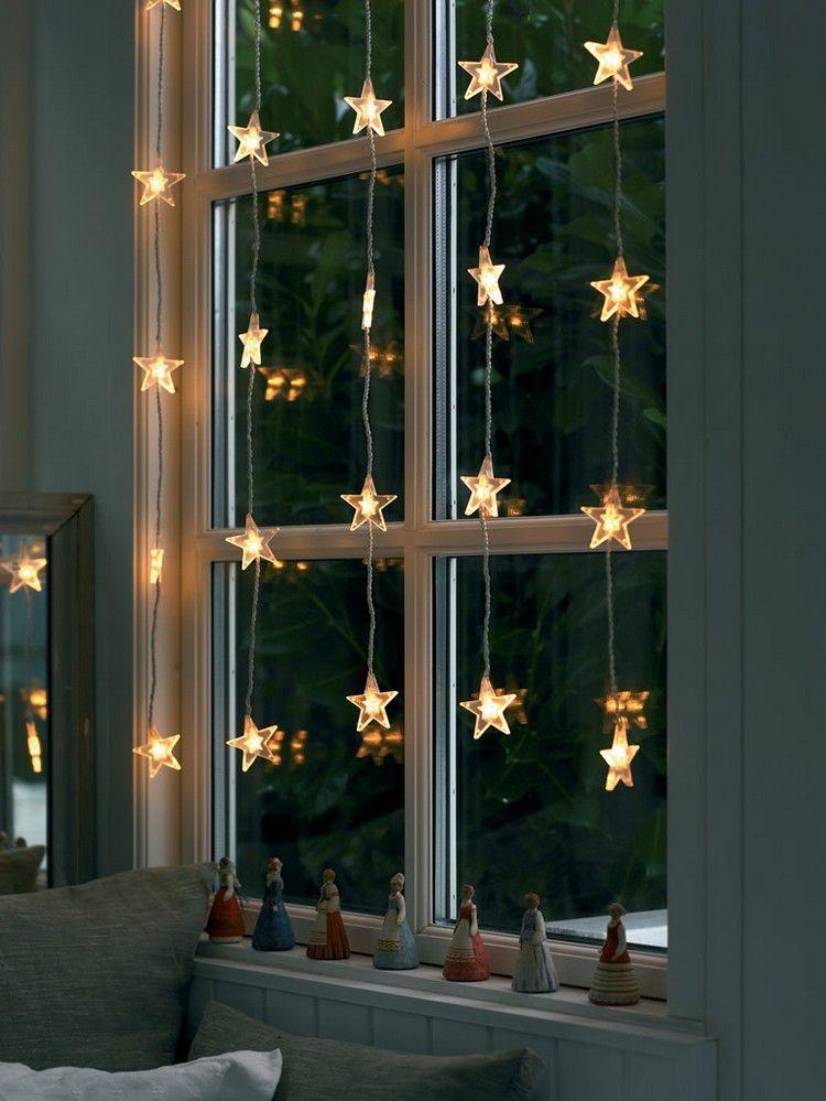 Hohes Fenster Weihnachtlich Dekorieren Lichterkette Sterne
