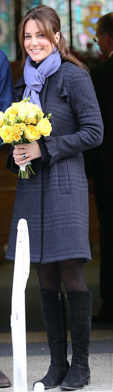 Kate Middleton: Coat – Diane von Furstenberg    Shoes – Aquatalia