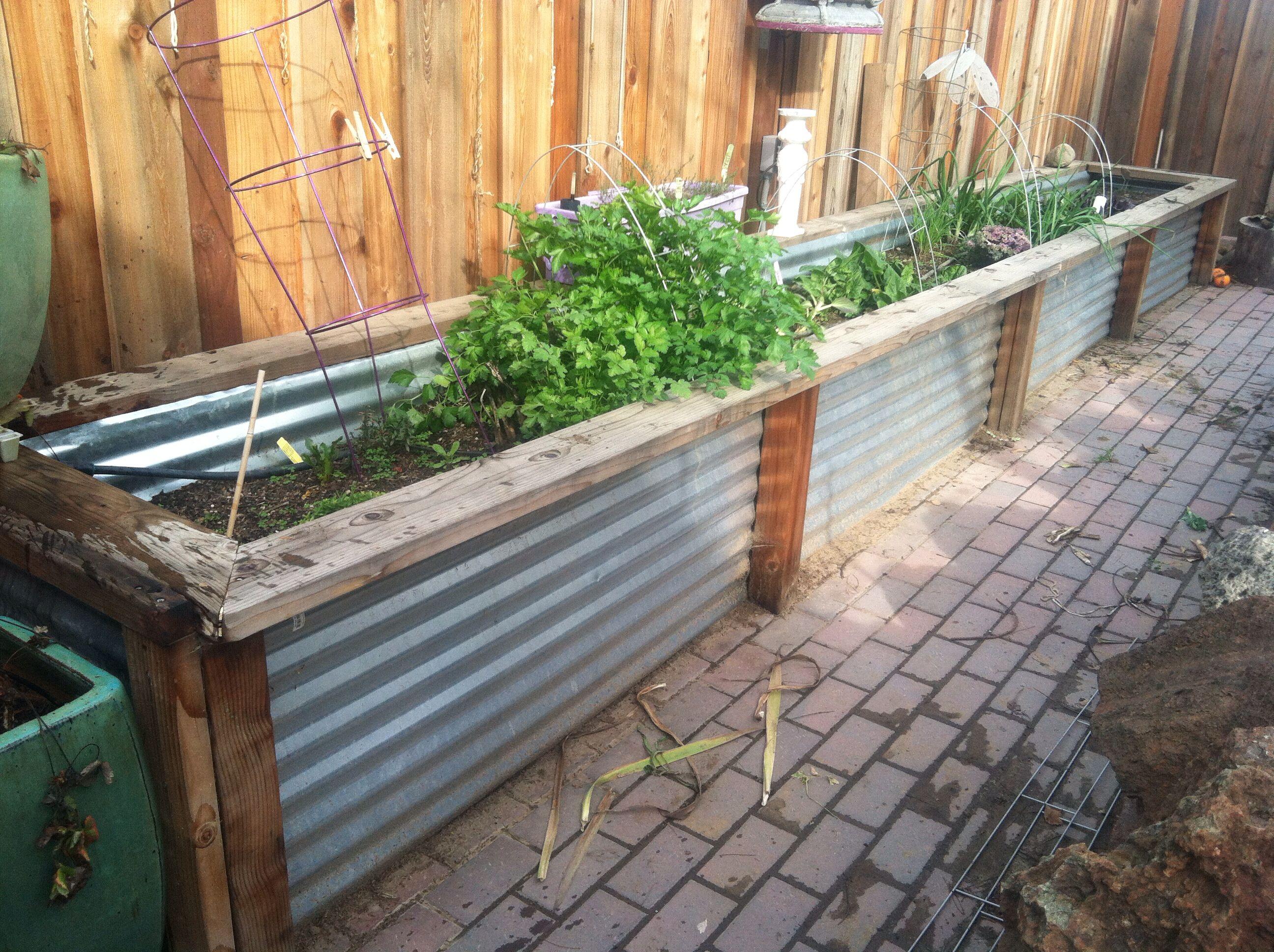 raised metal flower bed box for the farm home garden yard art garden. Black Bedroom Furniture Sets. Home Design Ideas