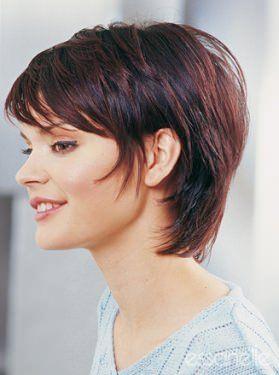Kurze Frisuren Durchgestufte Kurzhaarfrisur Mit Pony Und Roten Haaren Short Hair Syles Short Hair Styles Short Hair Pictures