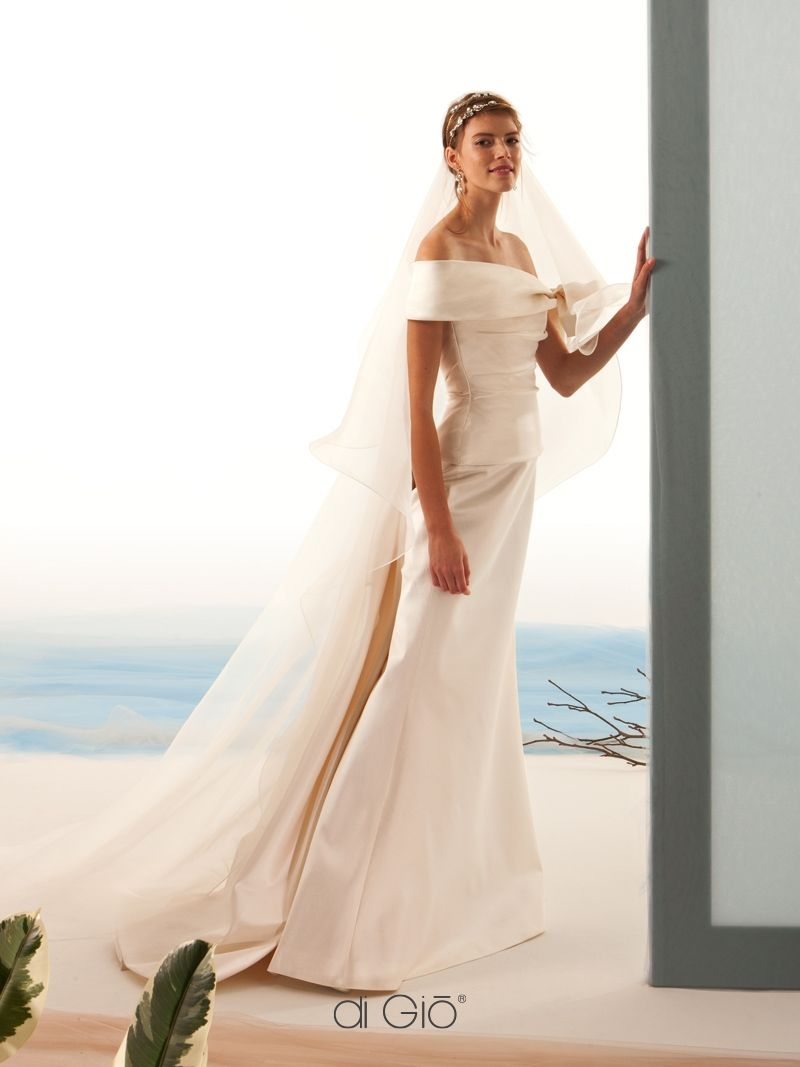 Dresses for a winter wedding reception  Pin by Dora on sposa  Pinterest  Wedding dress and Wedding